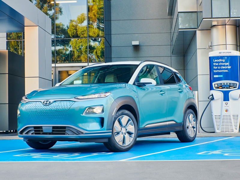 HYUNDAI_Kona_Electric_Sweeps_Auto_Category_Charging_800x600.jpg