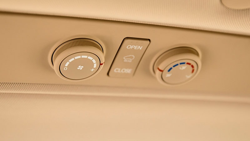 iMax-rear-air-conditioning-controls_800x450.jpg