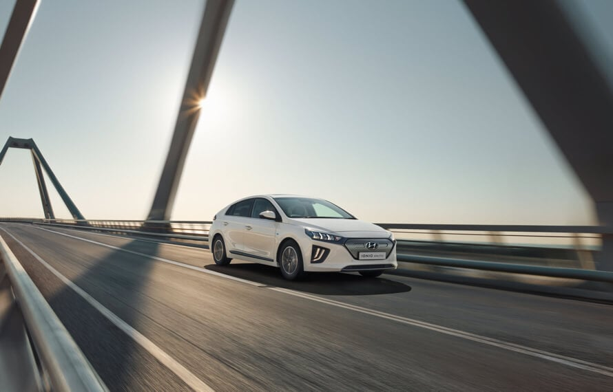 Hyundai_IONIQ_Electric_KeyFeature_Fixed_Gear_890x570.jpg