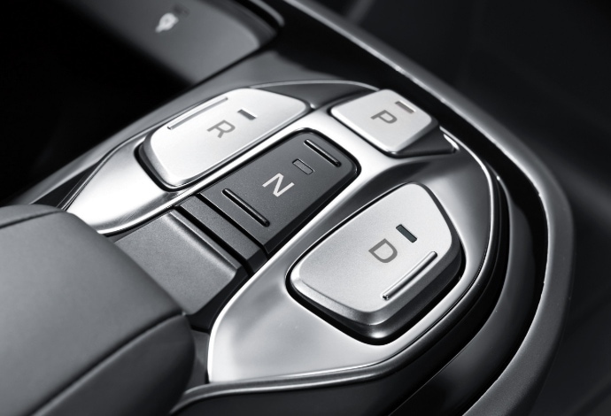Hyundai_IONIQ_EV_Gear_shift_690x470.jpg