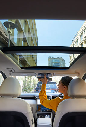 Hyundai_Tucson_Interior-masonry_Panoramic-glass-sunroof_285x420.jpg
