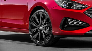 Hyundai_Accessories_i30-Hatch_18-SuwonSatinBlackAlloyWheel_363x200.jpg