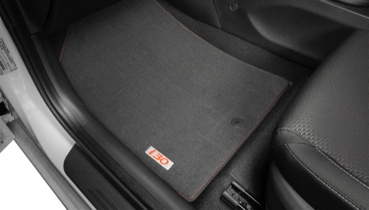 Hyundai_i30_accessories_tailored_carpet_floor_mats_red_stitch_and_red_badge_369x210.jpg
