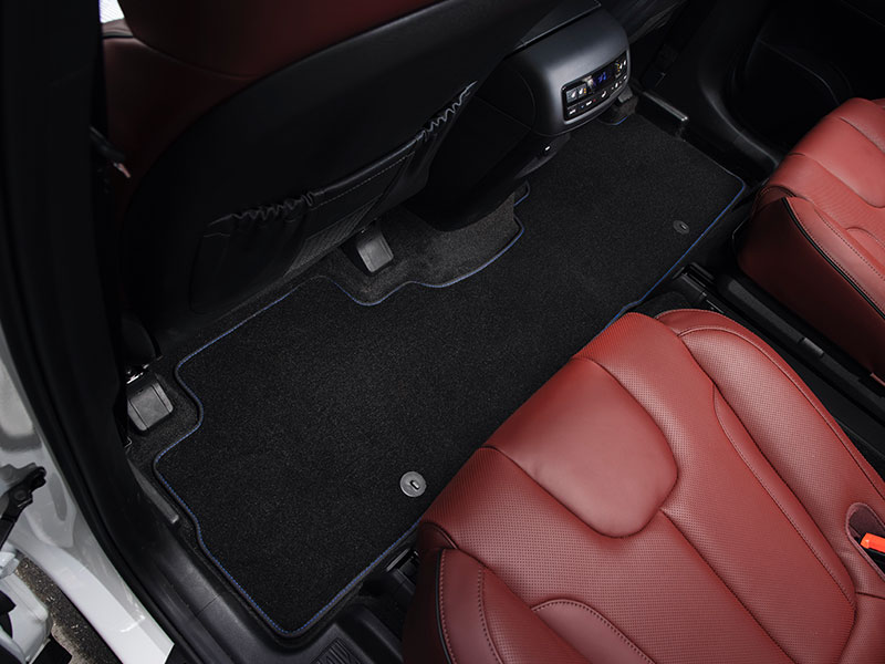 HyundaiAccessories_Palisade_LX2_carpet-floor-mats-3-rows-blue-stitching-7-seater-02_800x600.jpg