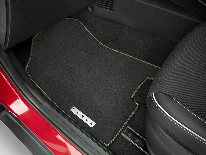 Hyundai_Venue_Accessories_floormat_yellow_800x600.jpg