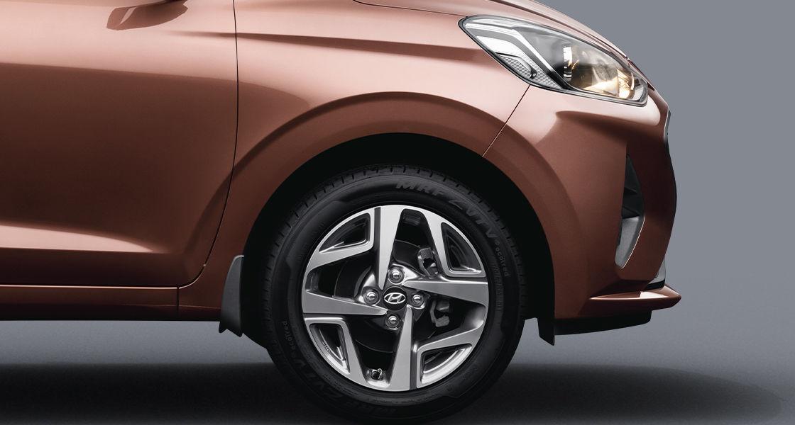 Hyundai Aura Front view