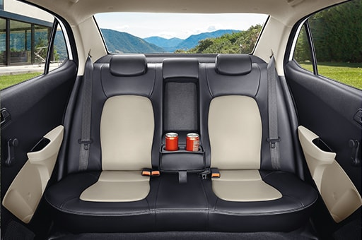 Spacious seats with cup holder