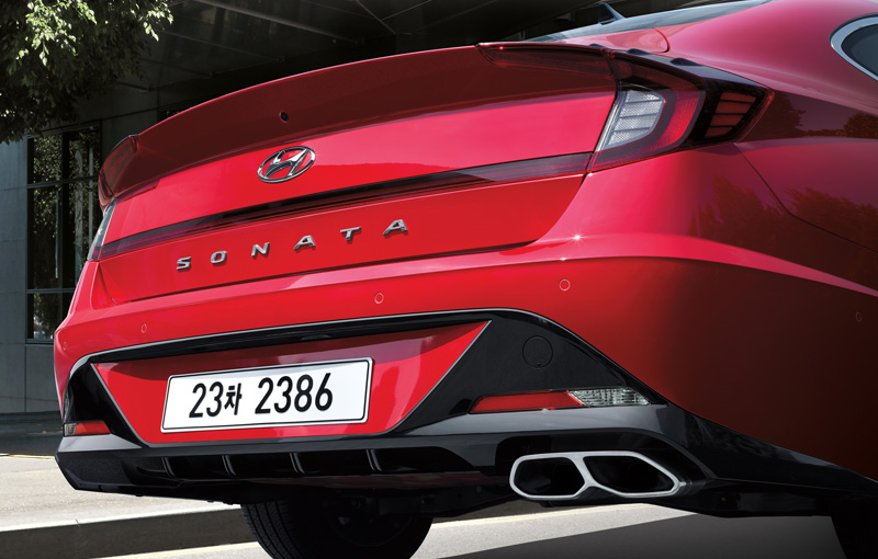 Rear diffuser for SONATA Sensuous only / Single twin exhaust tip for SONATA Sensuous only