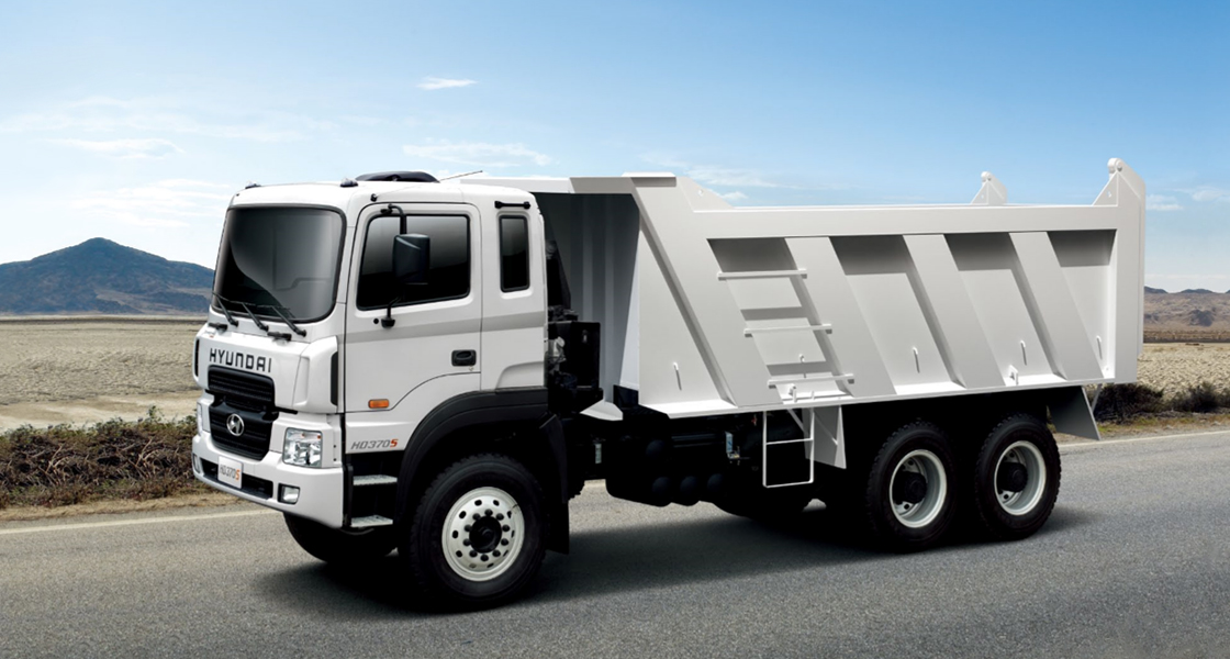 side view of heavy duty dump truck
