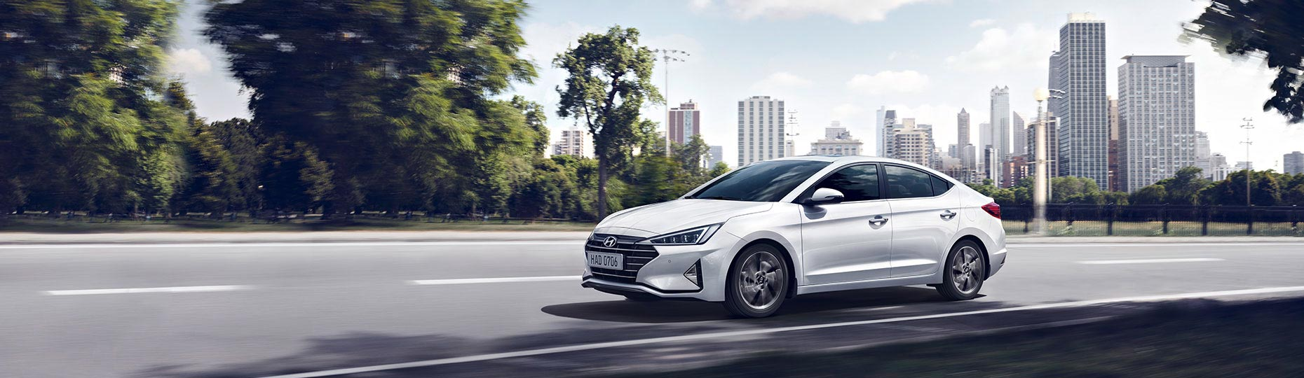 elantra 2019 on road side