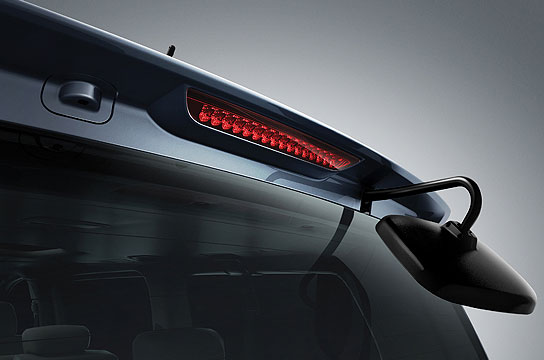 Rear spoiler with High-Mounted Stop Lamp (HMSL)