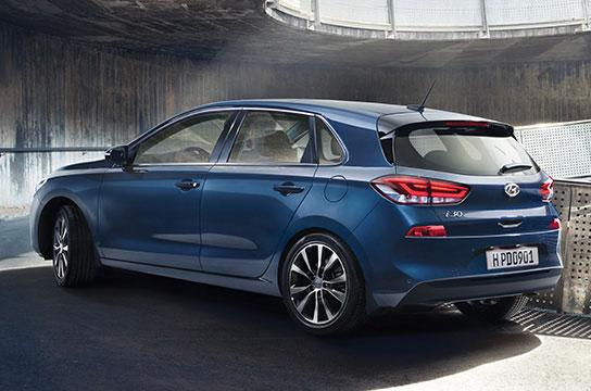 Left side rear view of blue i30