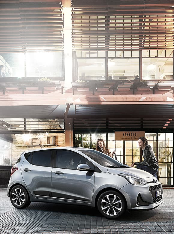 Silver i10 is parked in front of a cafe