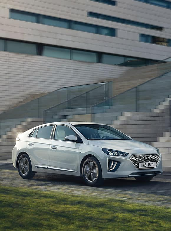 IONIQ plug-in hybrid highlights keyvisual