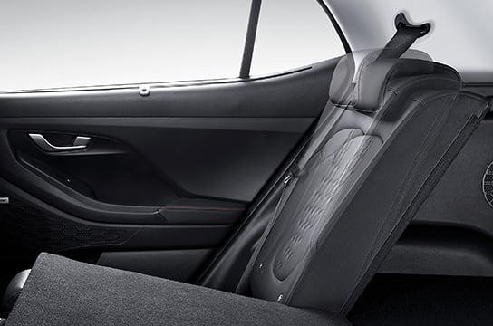 6:4-split rear seats with 2-stage recliner