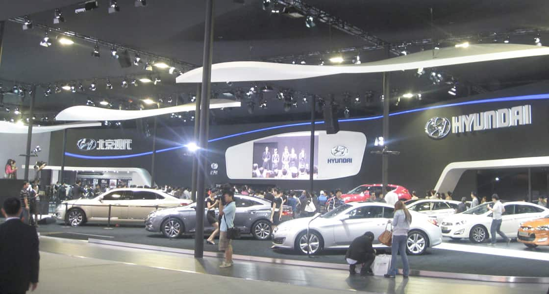 People are looking on the displayed cars and so on at the venue of hyundai motors at 2011 Guangzhou International Motorshow