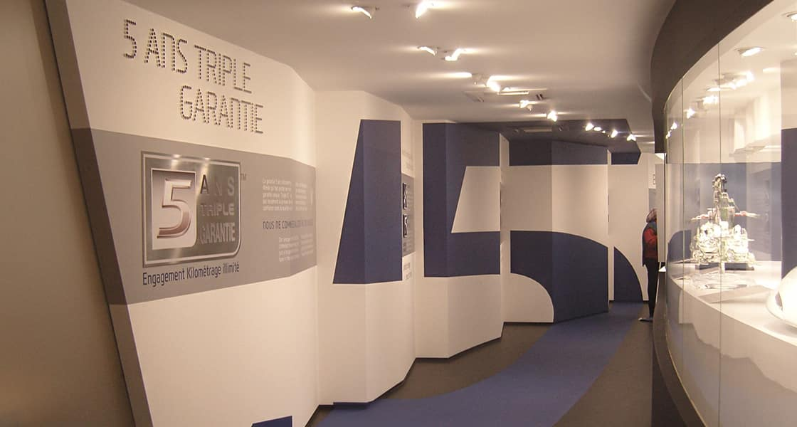 The exhibition wall about 5ANS TRIPLE GARANTIE