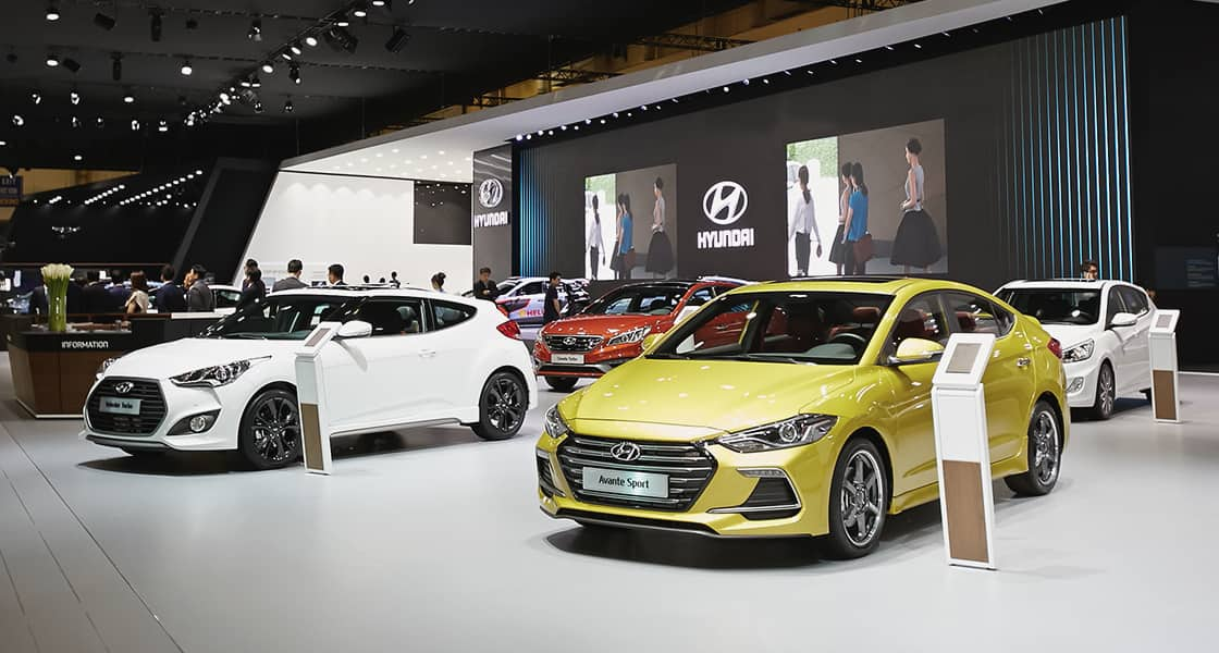 Left side-front view of many cars exhibited at the 2016 Busan motorshow