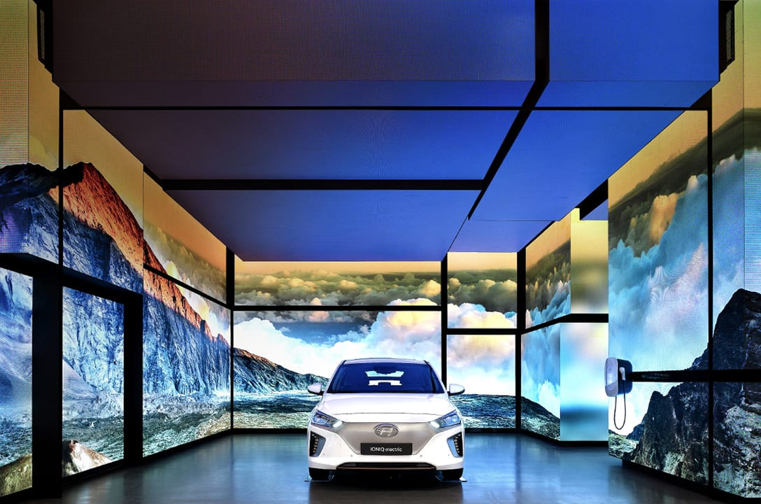 The white Ioniq around the monitor walls at hyundai motorstudio hanam