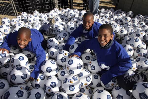 Hyundai takes football fever to Africa's children1
