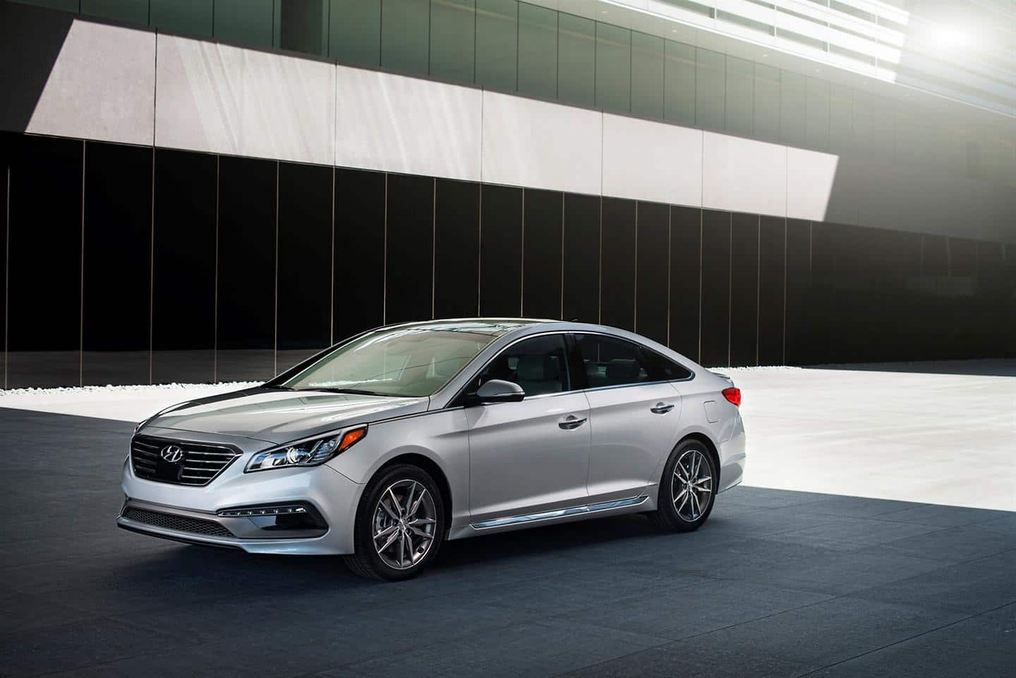 2015 SONATA AWARDED AN INSURANCE INSTITUTE FOR HIGHWAY SAFETY TOP SAFETY PICK,