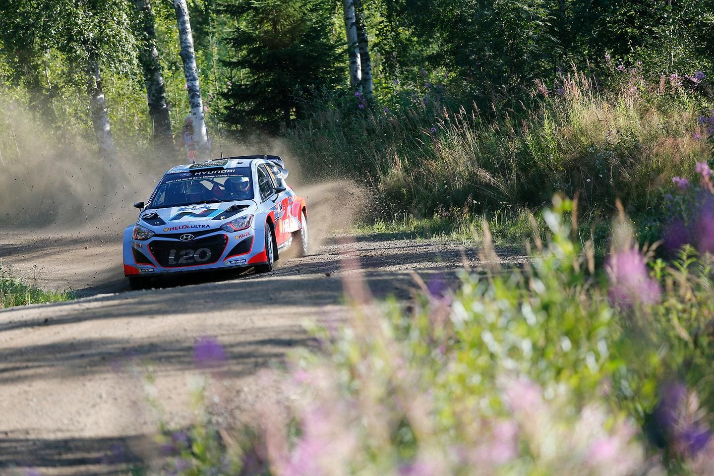 Hyundai Shell World Rally Team Flies to Top Six Finish on Mixed Final Day in Finland