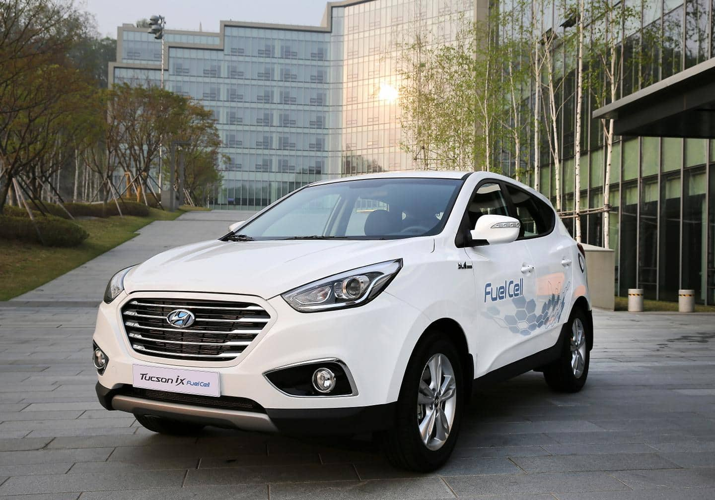 "Hyundai Fuel Cell Hydrogen Powered Electric Engine Named to Ward""s 10 Best Engines List (1)"