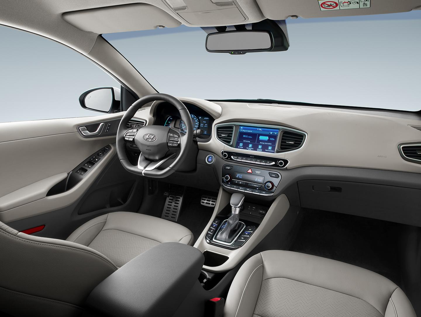 IONIQ Plug-in_Interior (2)