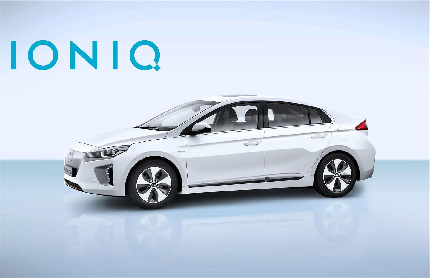 IONIQ Electric with Logo (2)