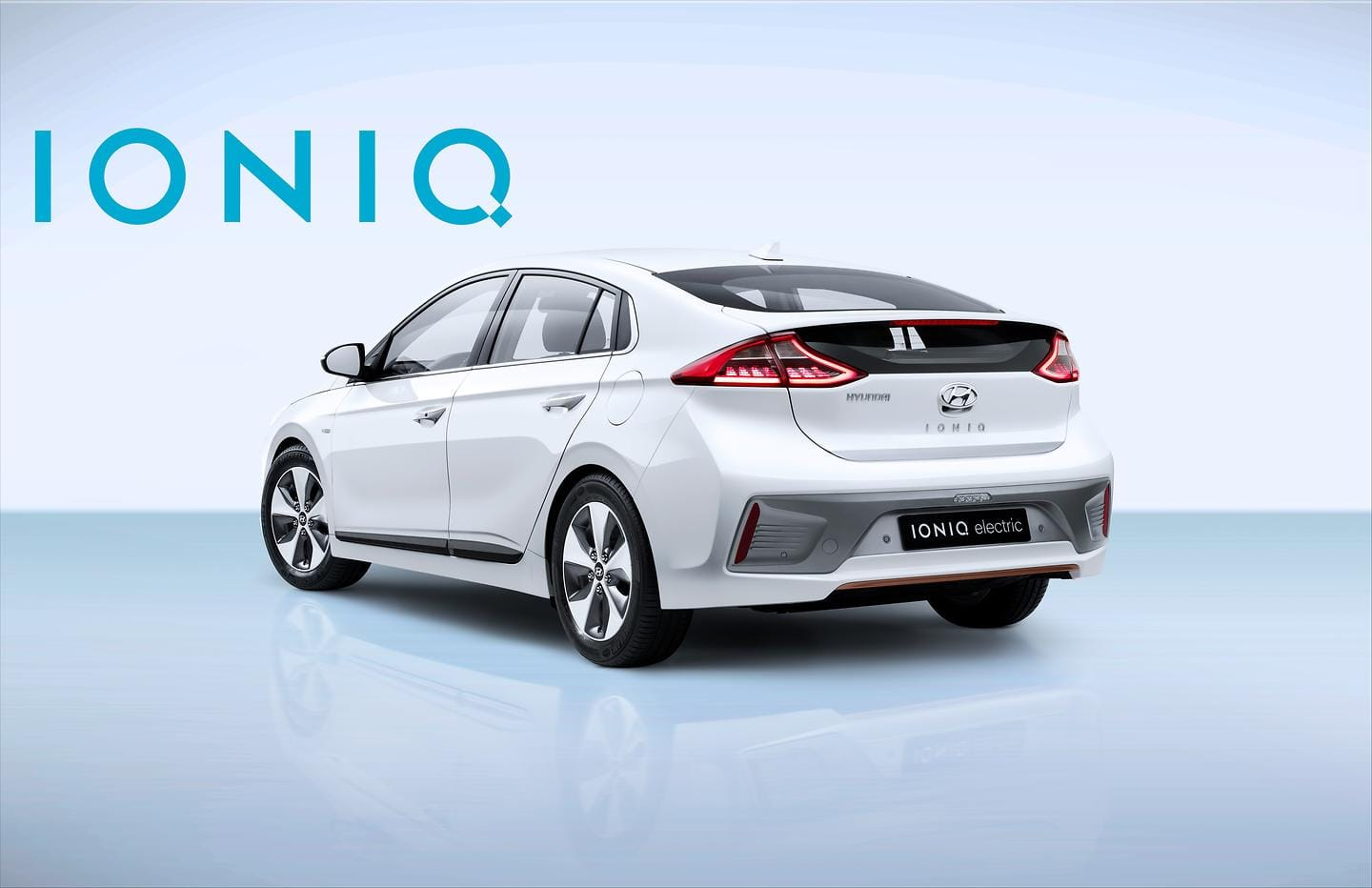 IONIQ Electric with Logo (5)