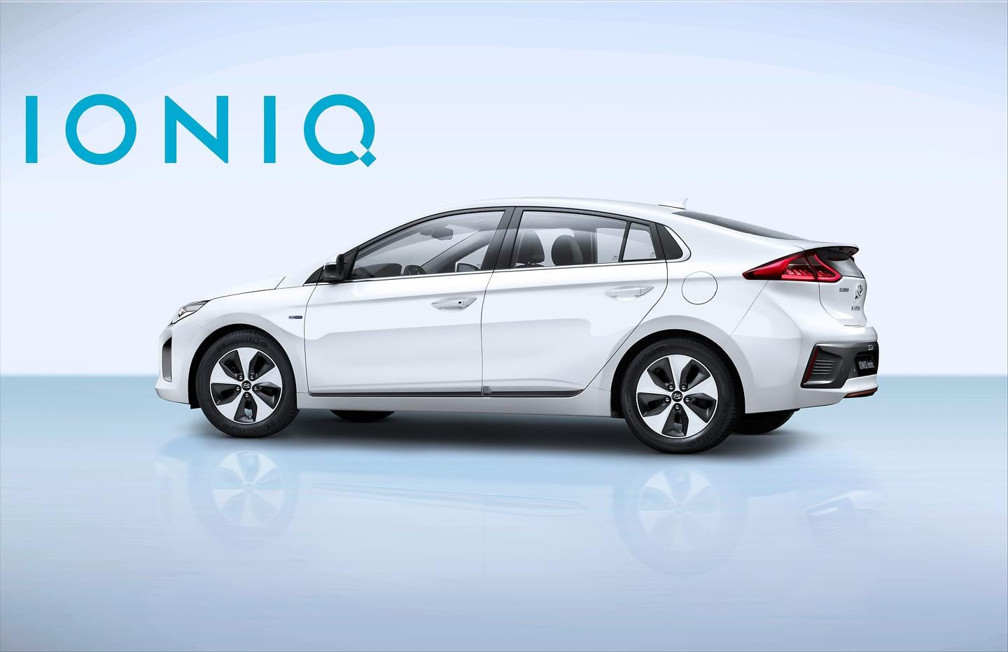 IONIQ Electric with Logo (6)