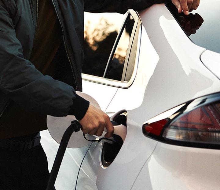 ¿Puedo ahorrar dinero conduciendo un vehículo eléctrico?