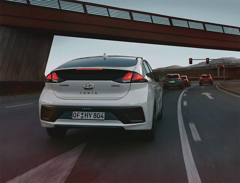 ¿Qué diferencias hay en la ITV entre un coche híbrido, eléctrico o híbrido enchufable y uno convencional?