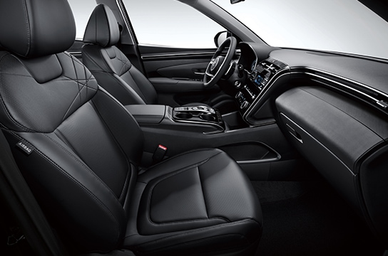 TUCSON interior color - black one-tone (Available when the Modern Interior Design I is selected)